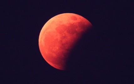 Крупнейшее лунное затмение XXI века