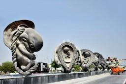 Скульптуры  Дэмьена Хёрста, изображающие развитие человека в утробе, открыли в Катаре