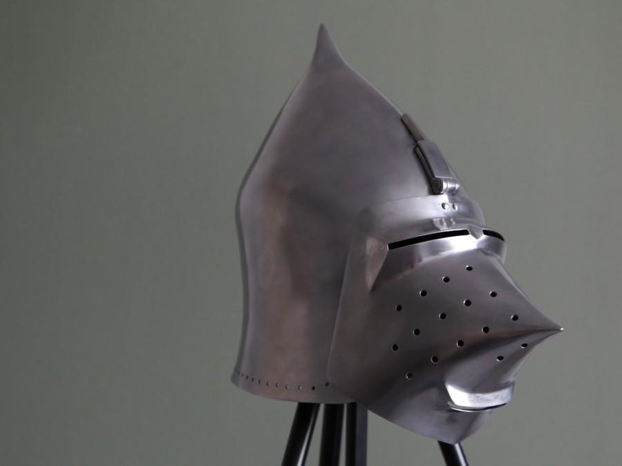 Шлем рыцарский бацинет